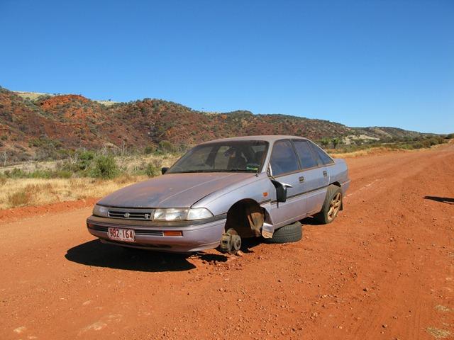 Abandoned car on Mereenie Loop
